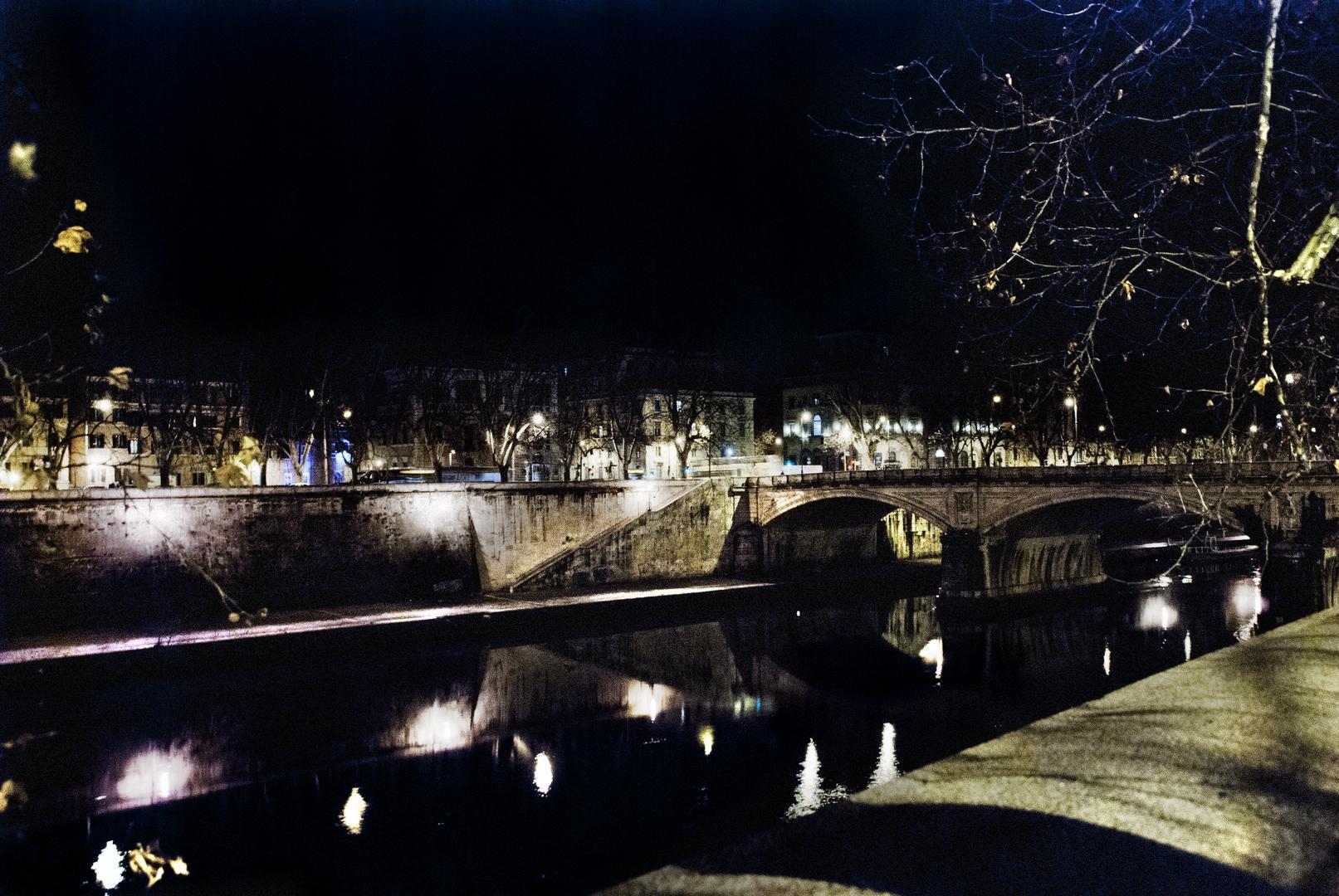 Fotografia in Roma - Passeggaita di notte sul Lungotevere - Michele Settembre